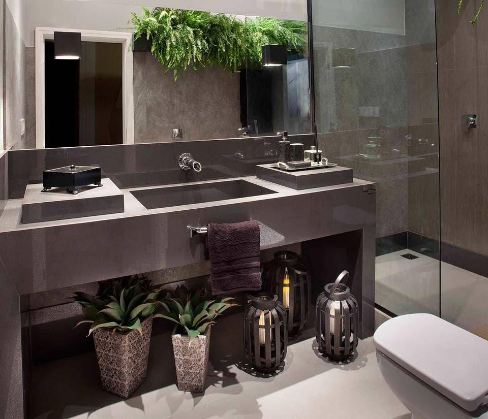 Plantinhas e flores no banheiro