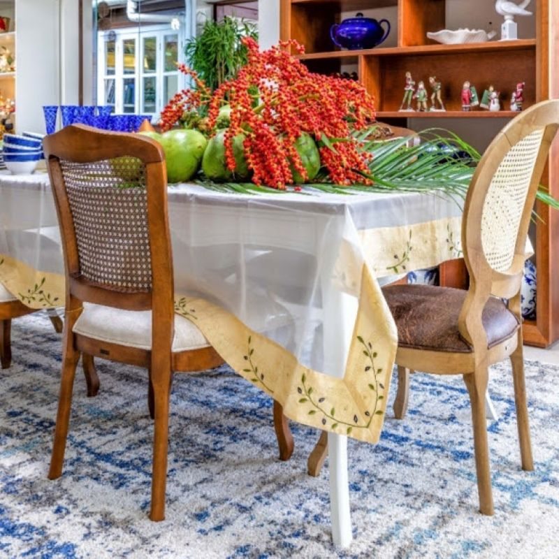 Saiba com o usar tapetes na decoração